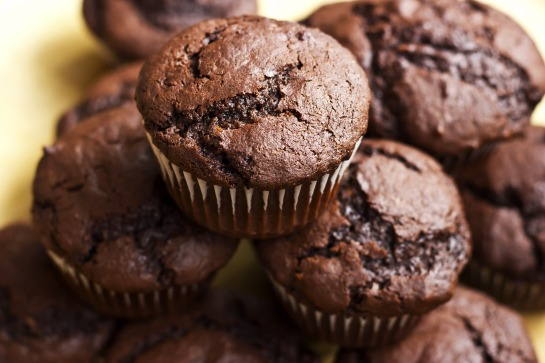chocolate protein muffins_177418040